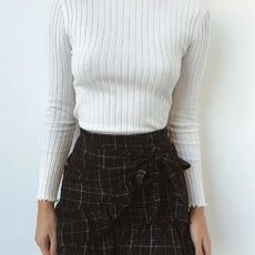 RUFFEL CROPPED SWEATER
